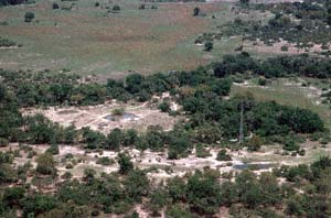 Luftaufnahme vom Chief's Camp in der Mombo Concession auf Chief's Island, Moremi Game Reserve, Botsuana. / Aerial view of Chief's Camp in the Mombo Concession on Chief's Island, Moremi Game Reserve, Botswana. / (c) Walter Mitch Podszuck (Bwana Mitch) - #991227-063